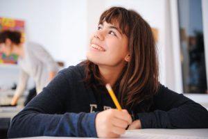 tinejdžer na kursu stranog jezika